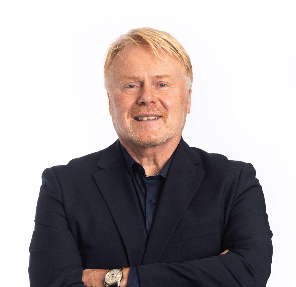 david mackinnon managing director